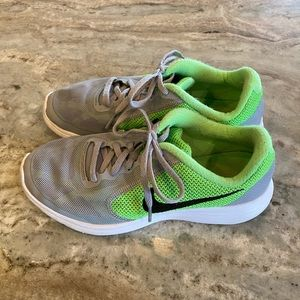 Nike Revolution 3 Boys Sneakers - Size 6Y Gray